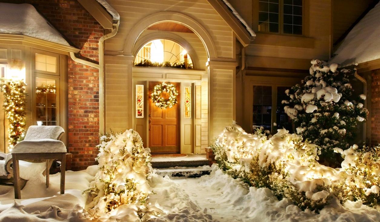 новогоднее украшение фасада идеи и практичные советы