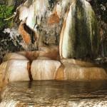 Пещера под Чертовым мостом, природные ванны с горячей водой, Армения