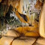 Пещера под Чертовым мостом, природные ванны с минеральной водой, Армения