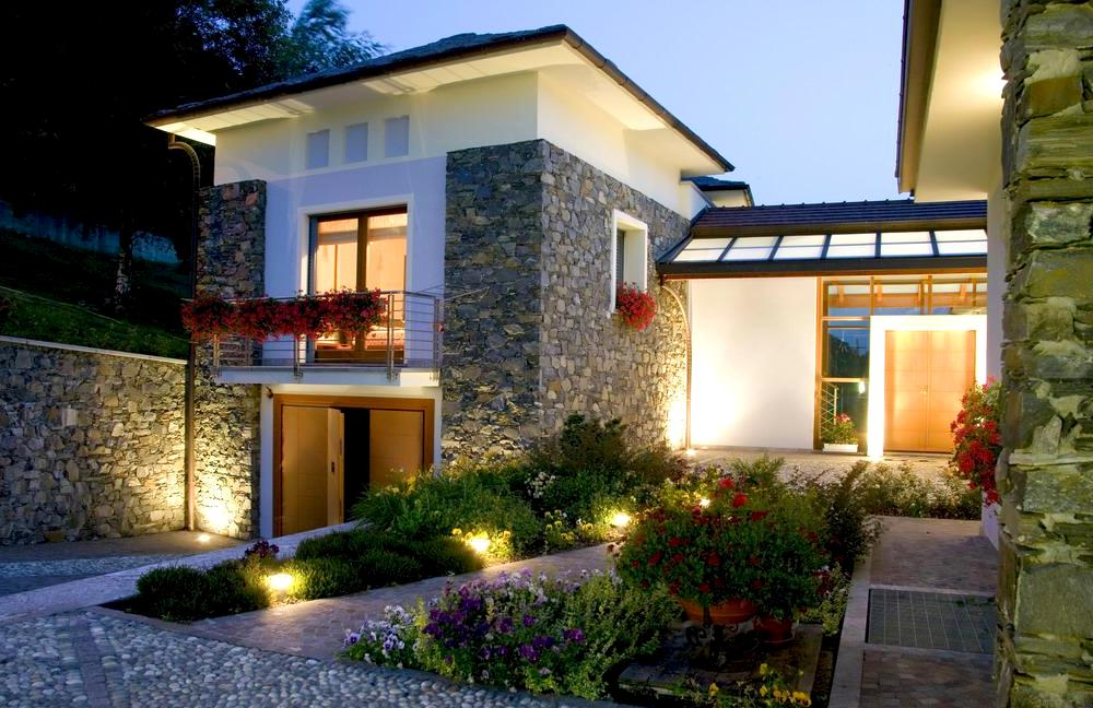 Ландшафтное освещение дом