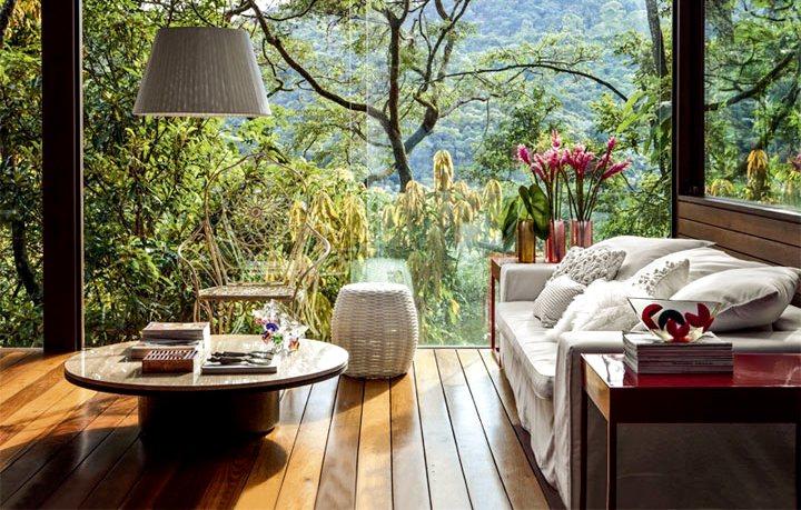 деревянный интерьер веранды на даче