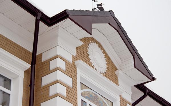 Барельефы в дизайне фасада дома