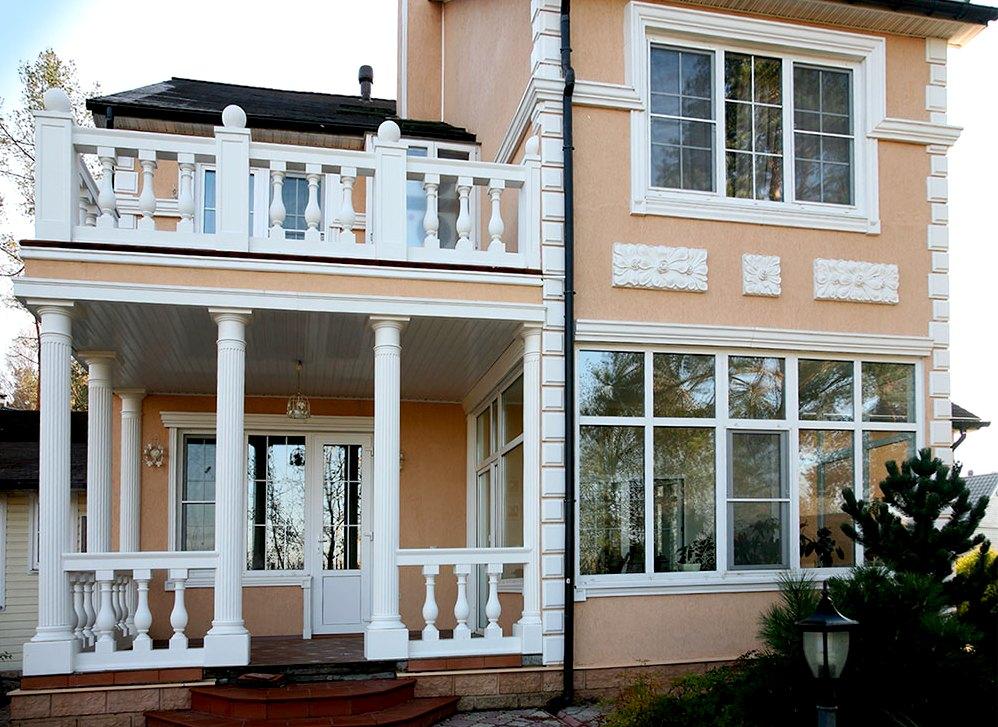 Колонны и капители в дизайне фасада дома