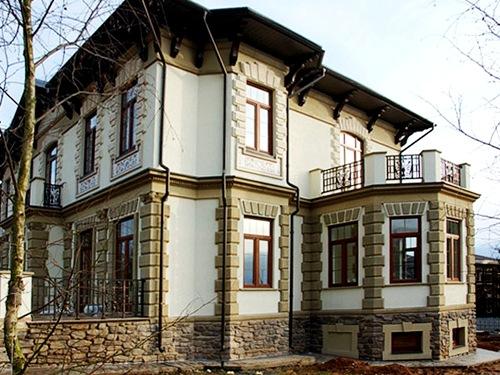 Русты фасада дома