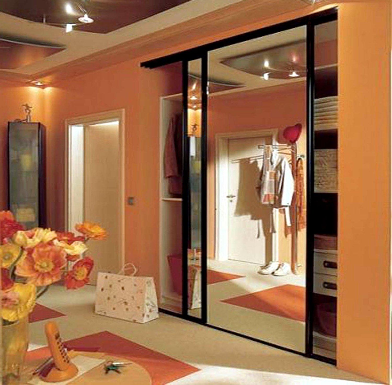 дизайн интерьера прихожей в доме шкафы