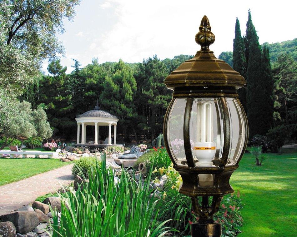 красивый садовый фонарь