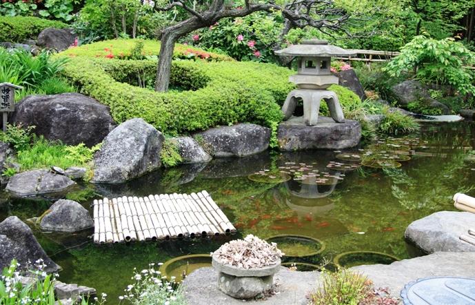 японский садовый фонарь