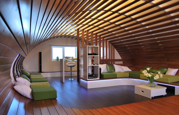 Дизайн интерьер мансарды деревянного дома2