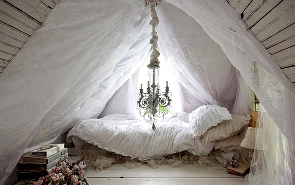 Интерьер спальни в деревянном доме4
