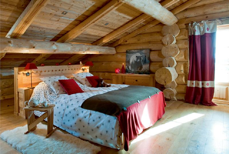 Интерьер спальни в деревянном доме5