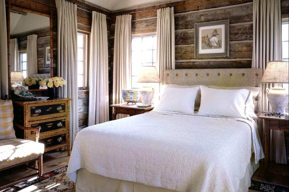 Интерьер спальни в деревянном доме9
