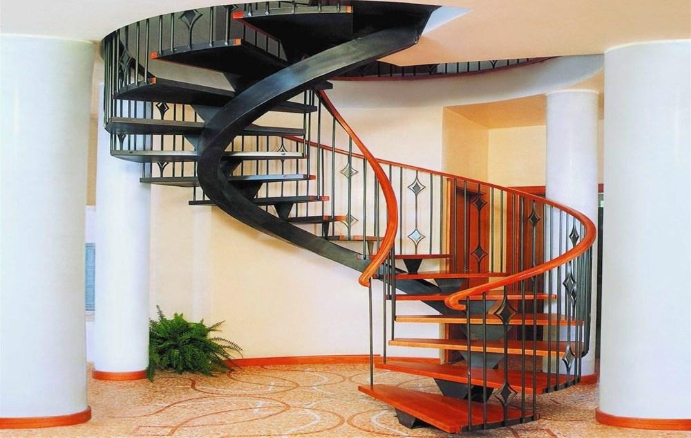 деревянная винтовая лестница в интерьере