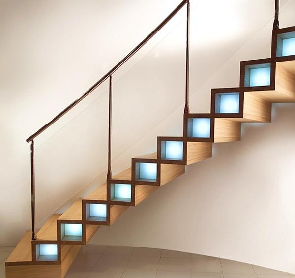 деревянная лестница в интерьере с подсветкой