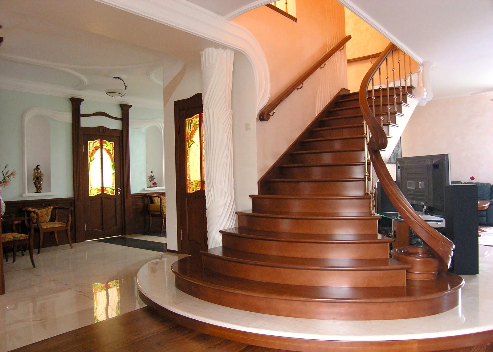 деревянная лестница в интерьере1