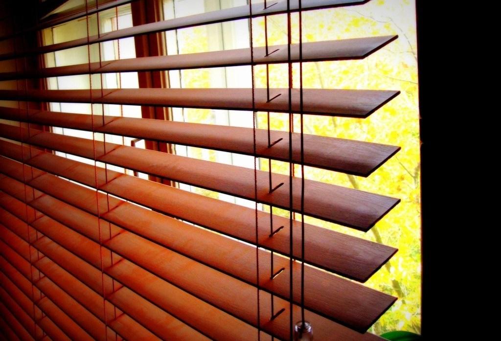 деревянные жалюзи в интерьере2