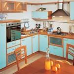 дерево и синий цвет на кухне