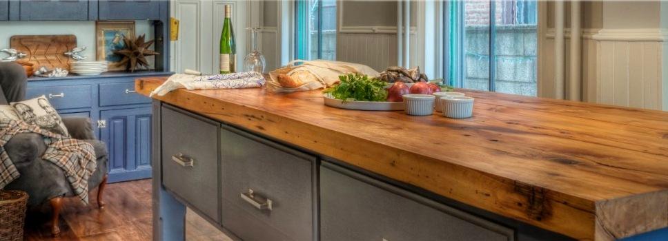 деревянные столешницы для кухни в рустикальном стиле
