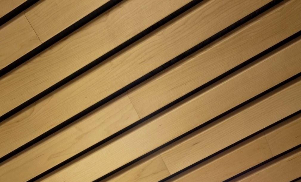 деревянный потолок монтаж