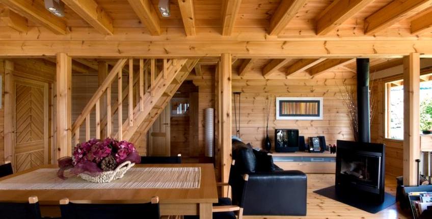 интерьер гостиной в деревянном доме3