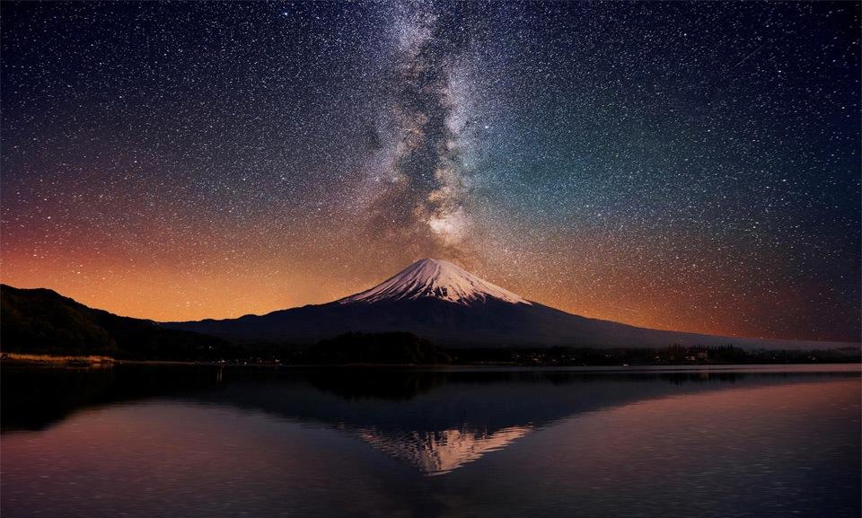 над горой Фудзи, Япония
