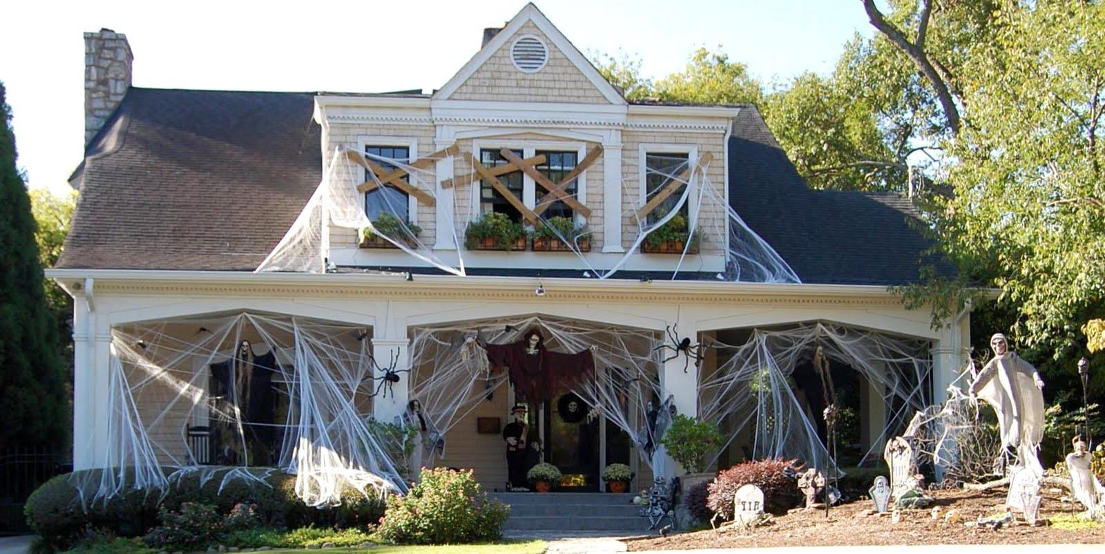 фасад дома на хэллоуин