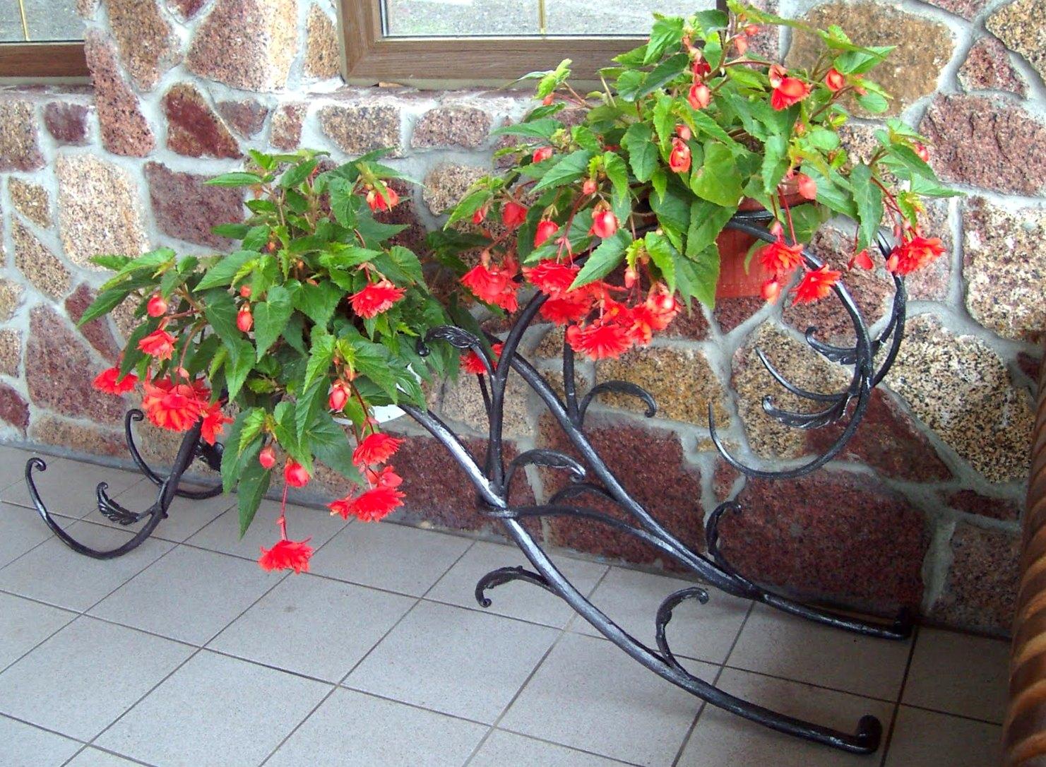кованые подставки под цветы2