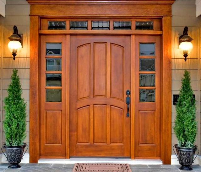 деревянная входная дверь в частный дом
