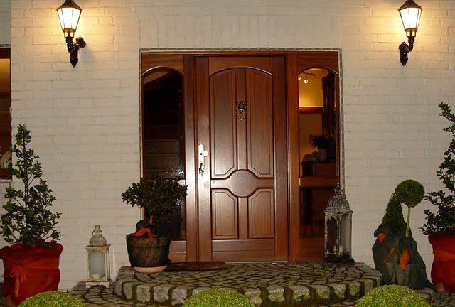 Входная дверь деревянная в дом