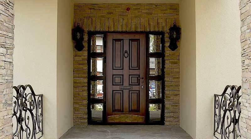 Входная деревянная дверь в дом2