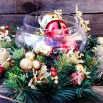 декор новогодними шарами