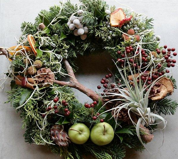 новогодний венок на дверь из фруктов