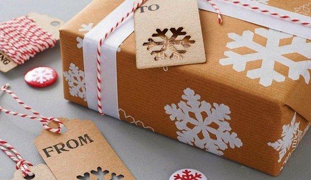 Как быстро и красиво упаковать новогодний подарок