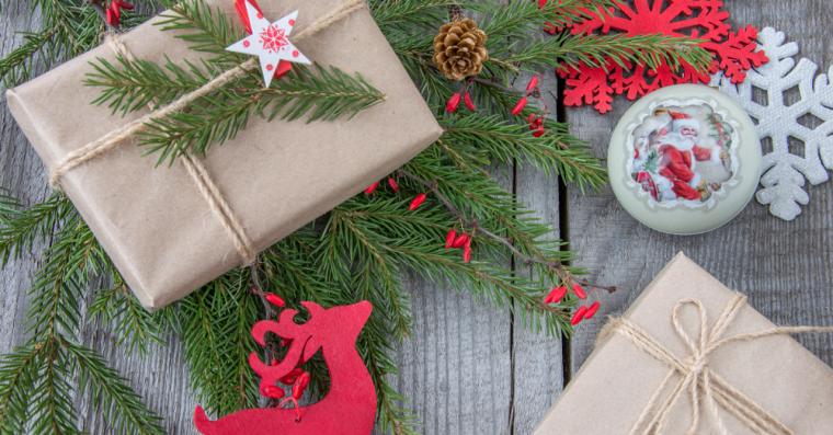 красивая упаковка новогоднего подарка